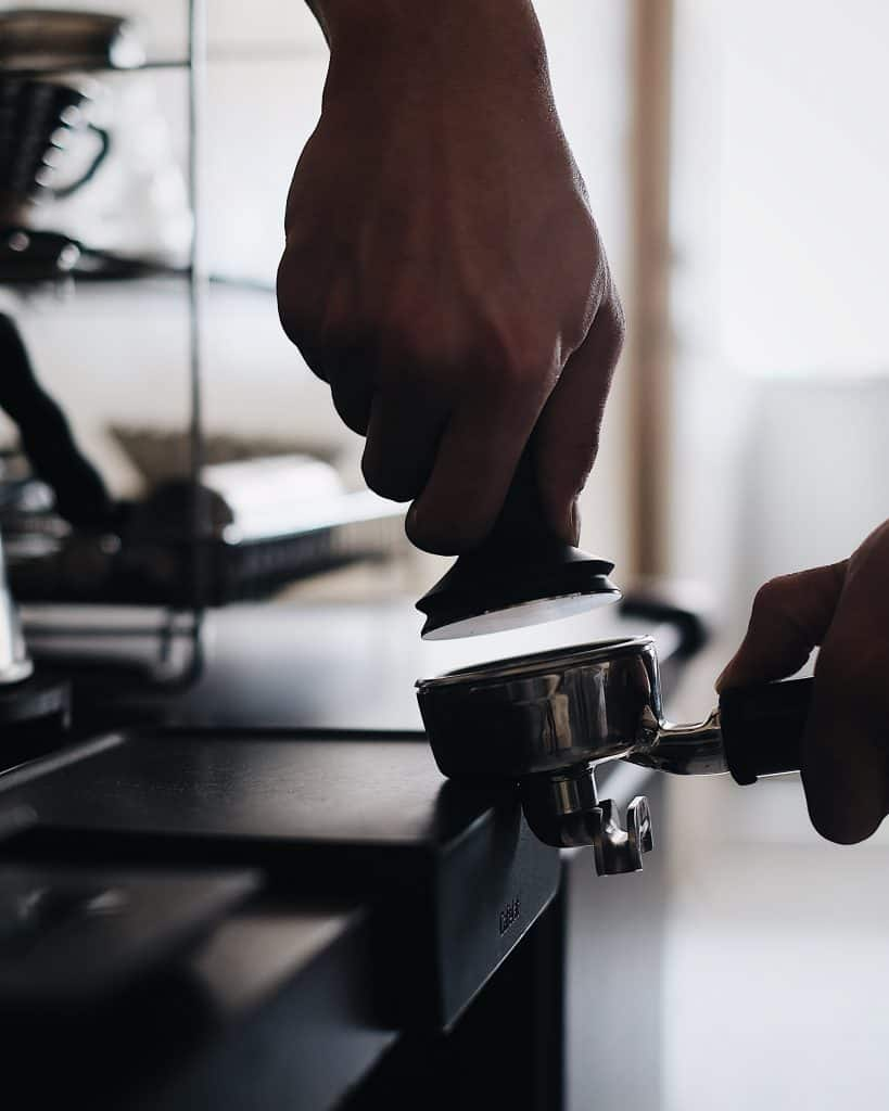 Photo of how to tamp coffee